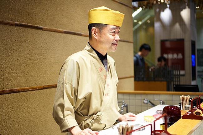 「鶴屋𠮷信 TOKYO MISE」の職人さん