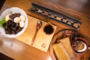 【黒糖茶房】黒糖のおいしさを知って欲しい。夫婦で営む日本初の沖縄純黒糖専門和カフェ